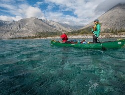 Paddlers float over the aquamarine colours of the Wind River © Peter Mather -